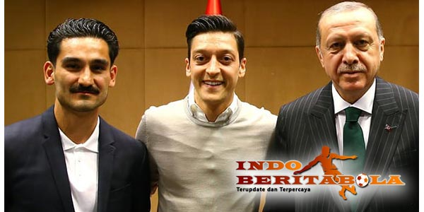 Saat Mesut Ozil's Mengundang Bavarians Jerman Menjadi Terancam
